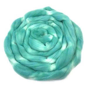 MADE in the JADE hand dyed roving merino wool. Knitting spinning felting fiber. Extra Fine 64s (21.5 micron). green extra fine wool. 4 oz