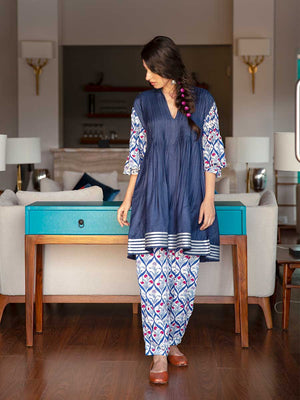 Napa Valley Silk Pintuck Kurta With Modal Silk Pants & Stole Set - Pinklay