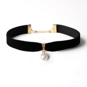 Simple Black Choker with Pearl