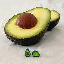 Load image into Gallery viewer, Mini pendientes con forma de aguacate