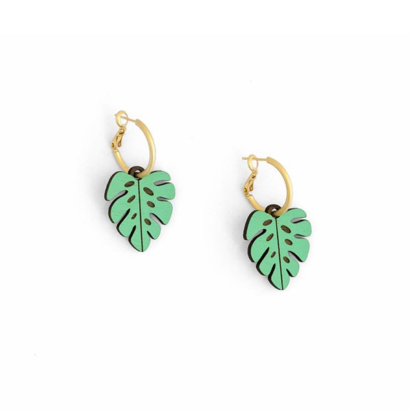 Pendientes madera hoja colgante swinging leaf monstera miriam frank materia rica handmade in spain