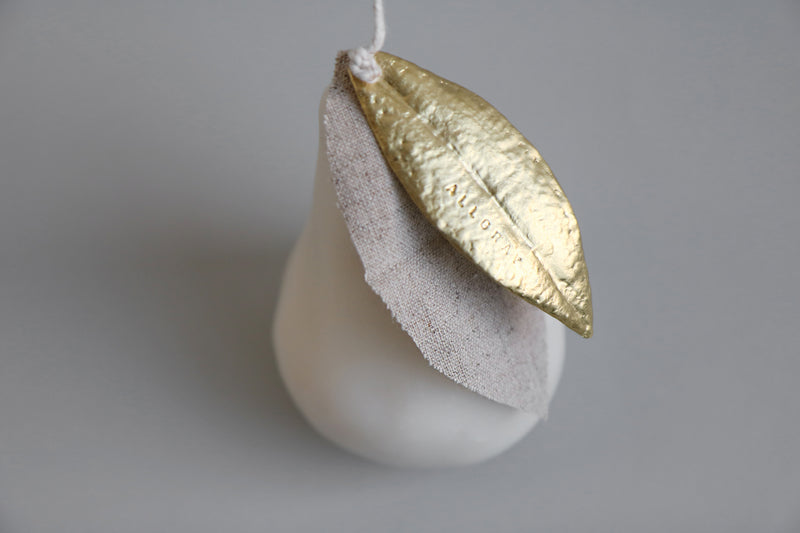 Bees wax candle in pear shape (Ivory)