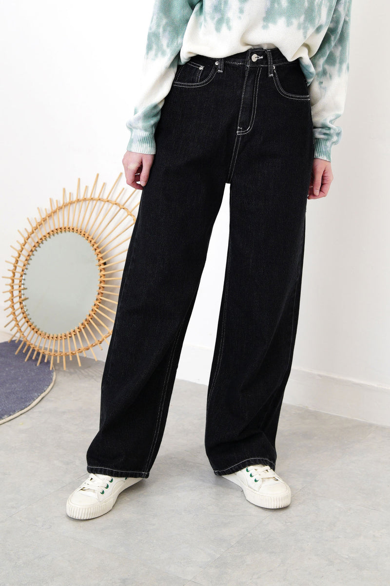 Black straight cut jeans in outline stitch