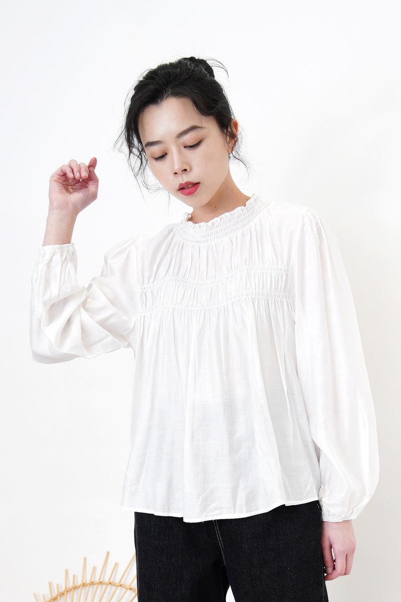 White soft dolly shirt in ruffle details