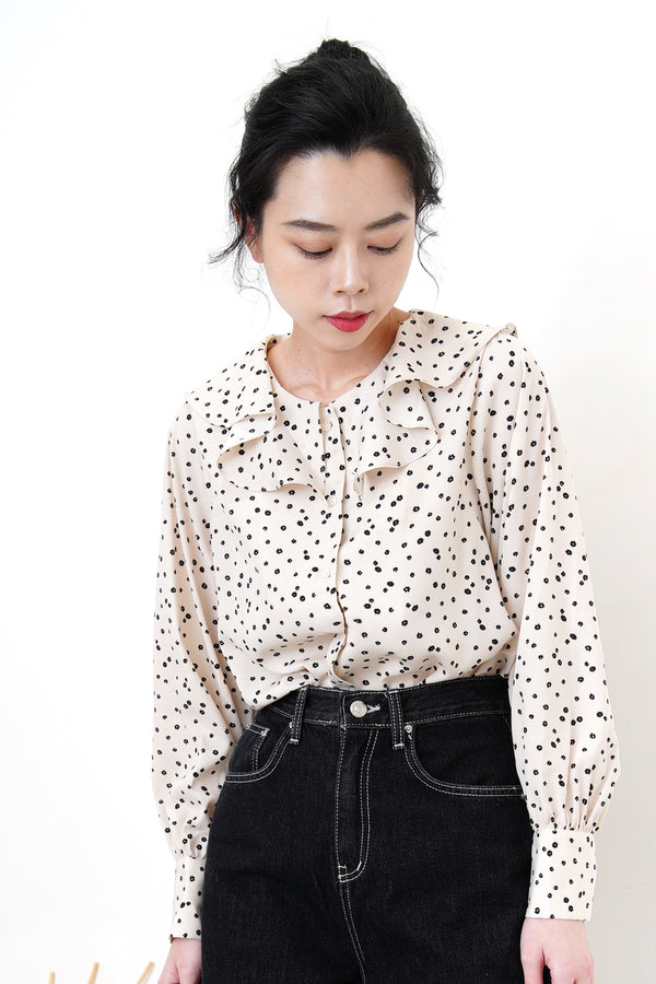 Beige flower shirt in ruffle collar