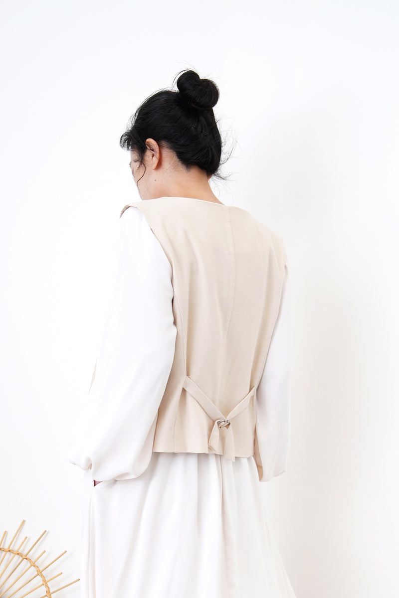 Nude vest with buckle