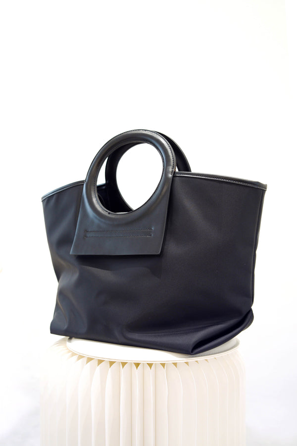 Black shopper bag w/ round handles