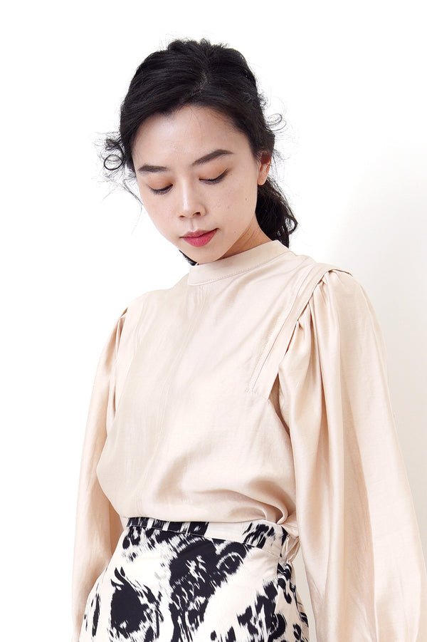 Beige stand collar blouse in ballon sleeves