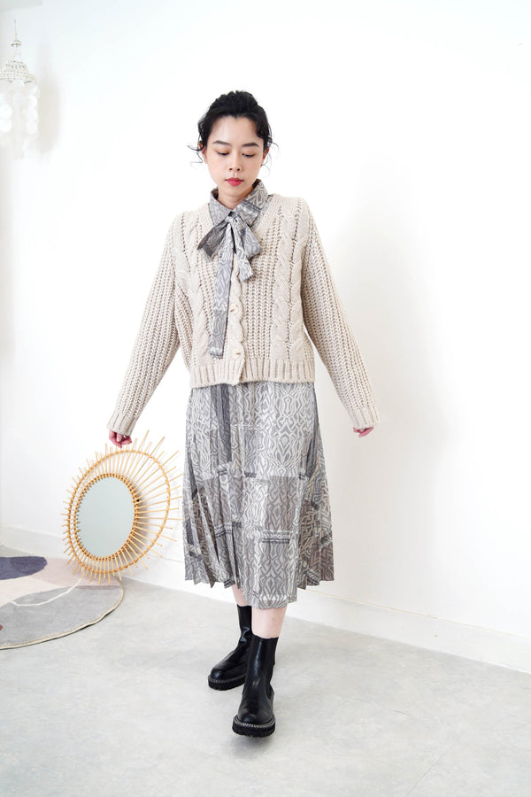 Grey wool cardigan in twist details pattern