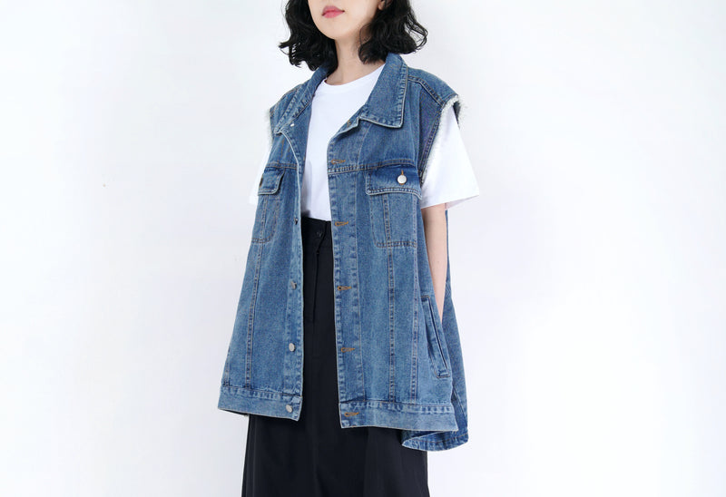Blue denim vintage vest in flare cut