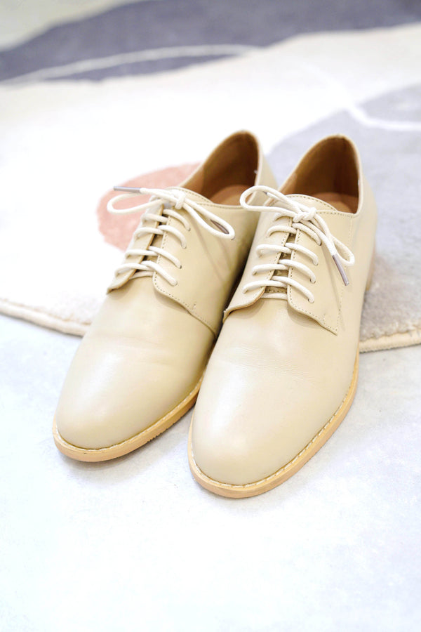 Nude leather lace up shoes