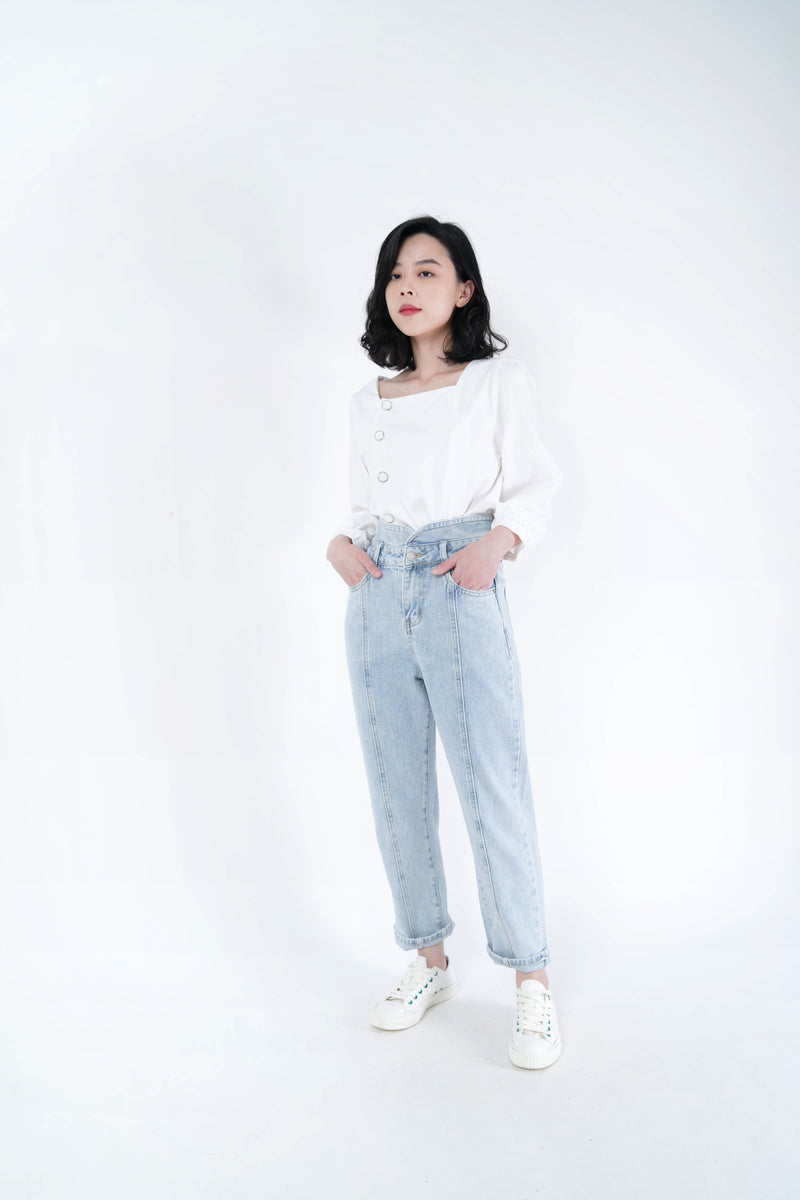 Light wash out blue mom jeans in vintage style