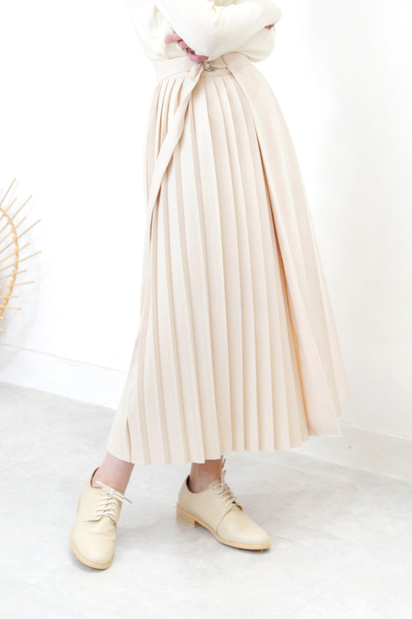 Cream double pleats skirt in wrap style