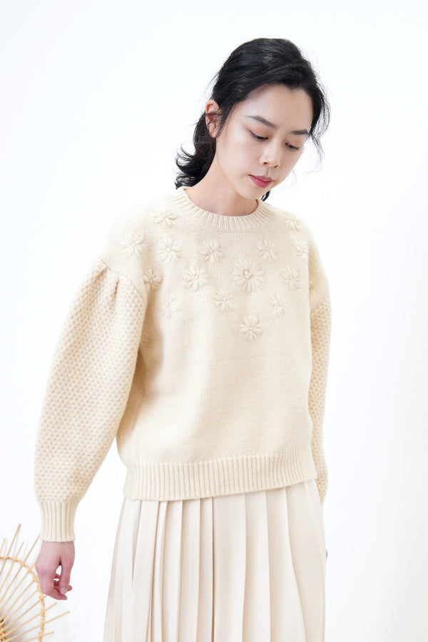 Cream sweater in floral embroidery