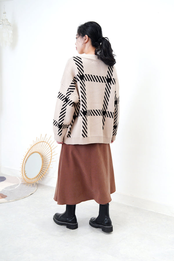 Beige loose cut cardigan in check pattern