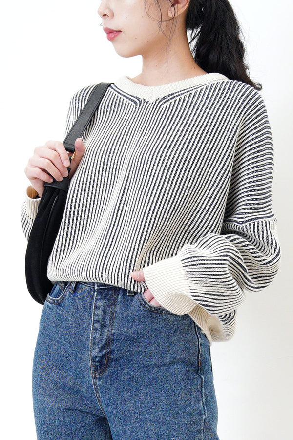 V neck sweater in navy stripes texture