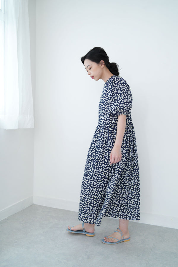 Navy floral vintage dress w/ puff sleeves