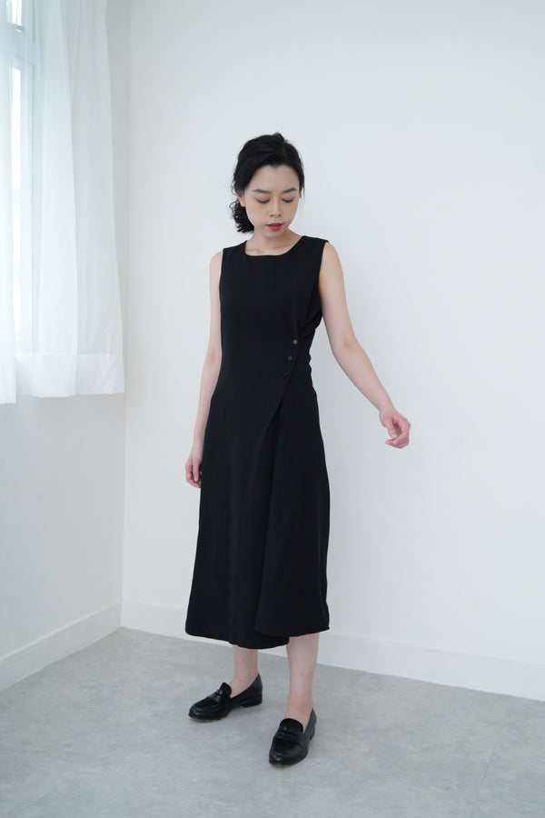 Black elegant dress w/ waist details