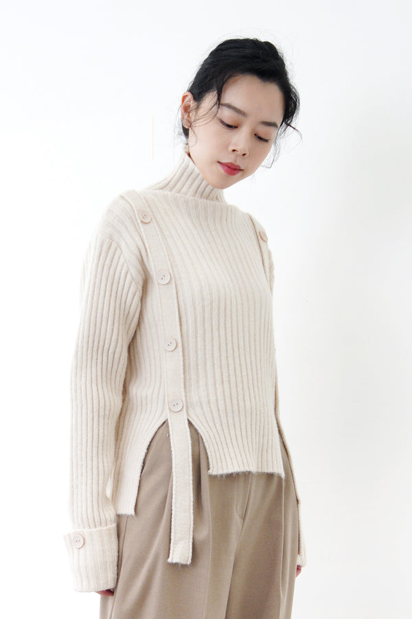 Nude buttons sweater w/ long straps