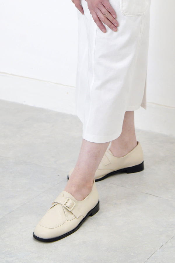 Ivory loafer w/ adjustable strap