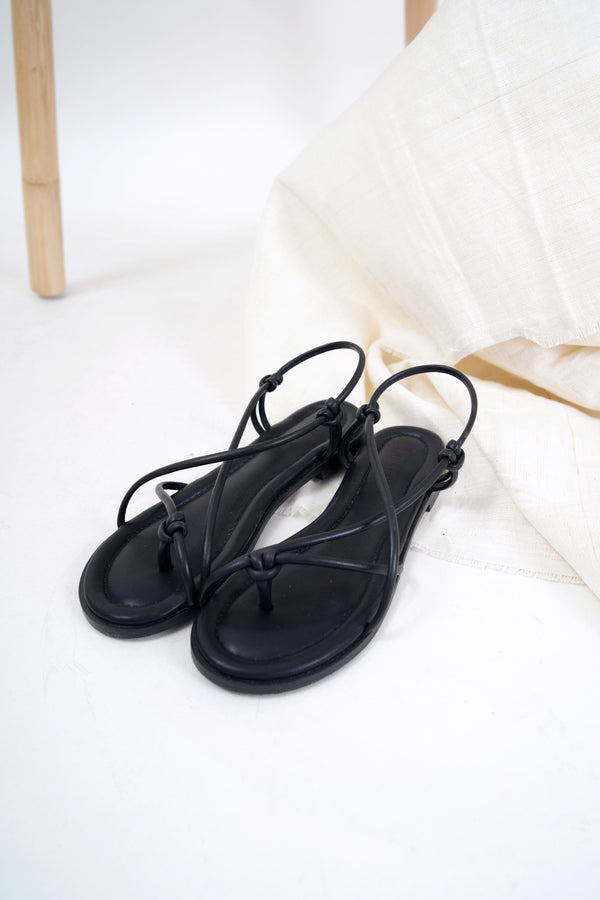 Black knot toe loop flat sandals