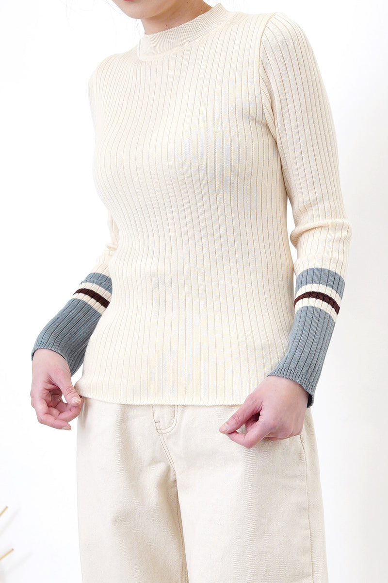 Beige knit top w/ contrast color sleeves