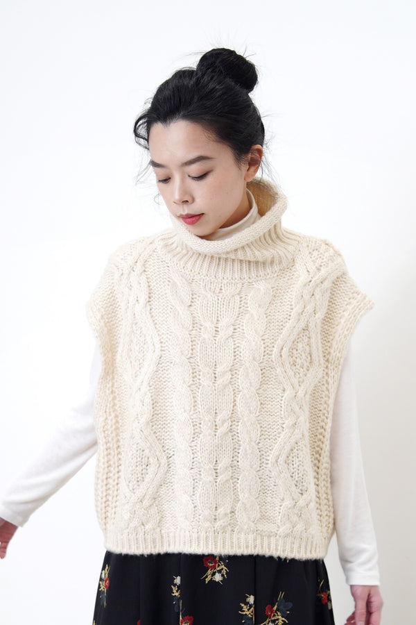 Ivory twist pattern knit vest in stand collar