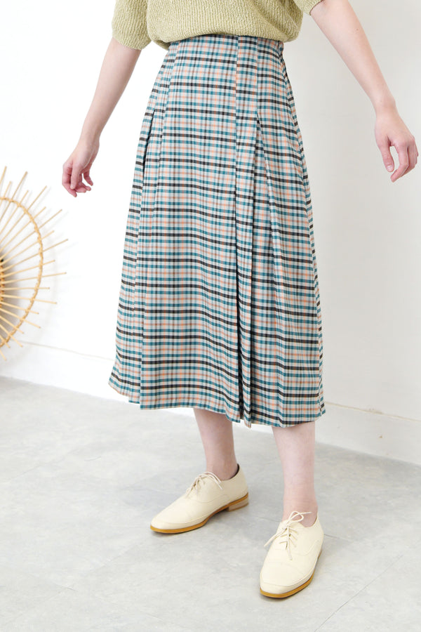 Spring checked skirt in pleats