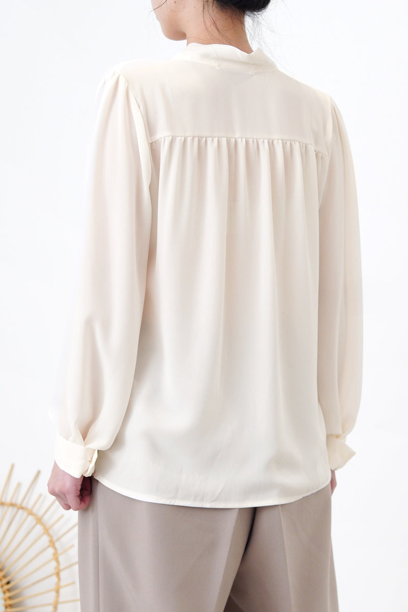 Ivory chiffon texture blouse in detail collar