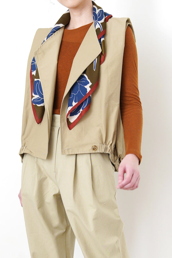 Beige vest jacket in elastic waistband
