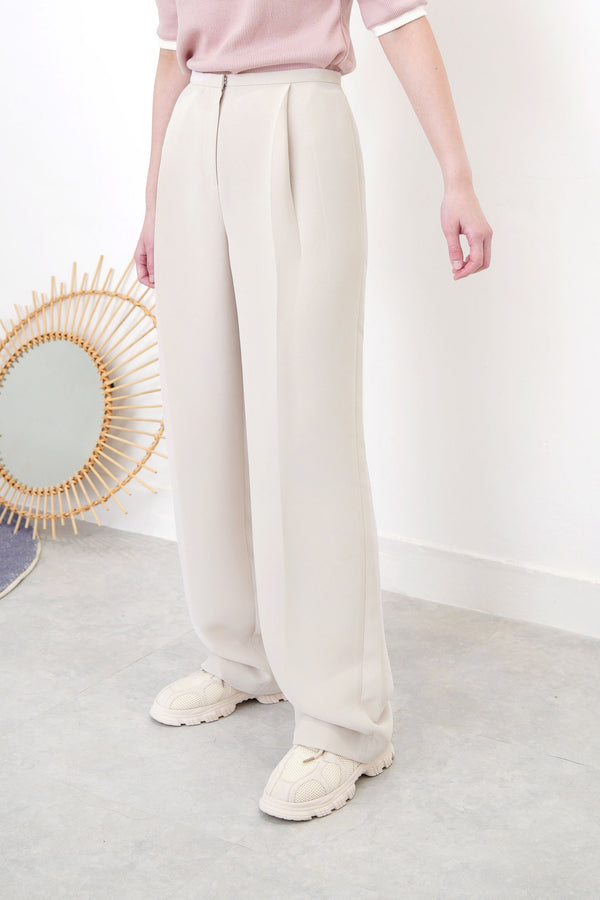 Nude straight cut trousers in thin waist