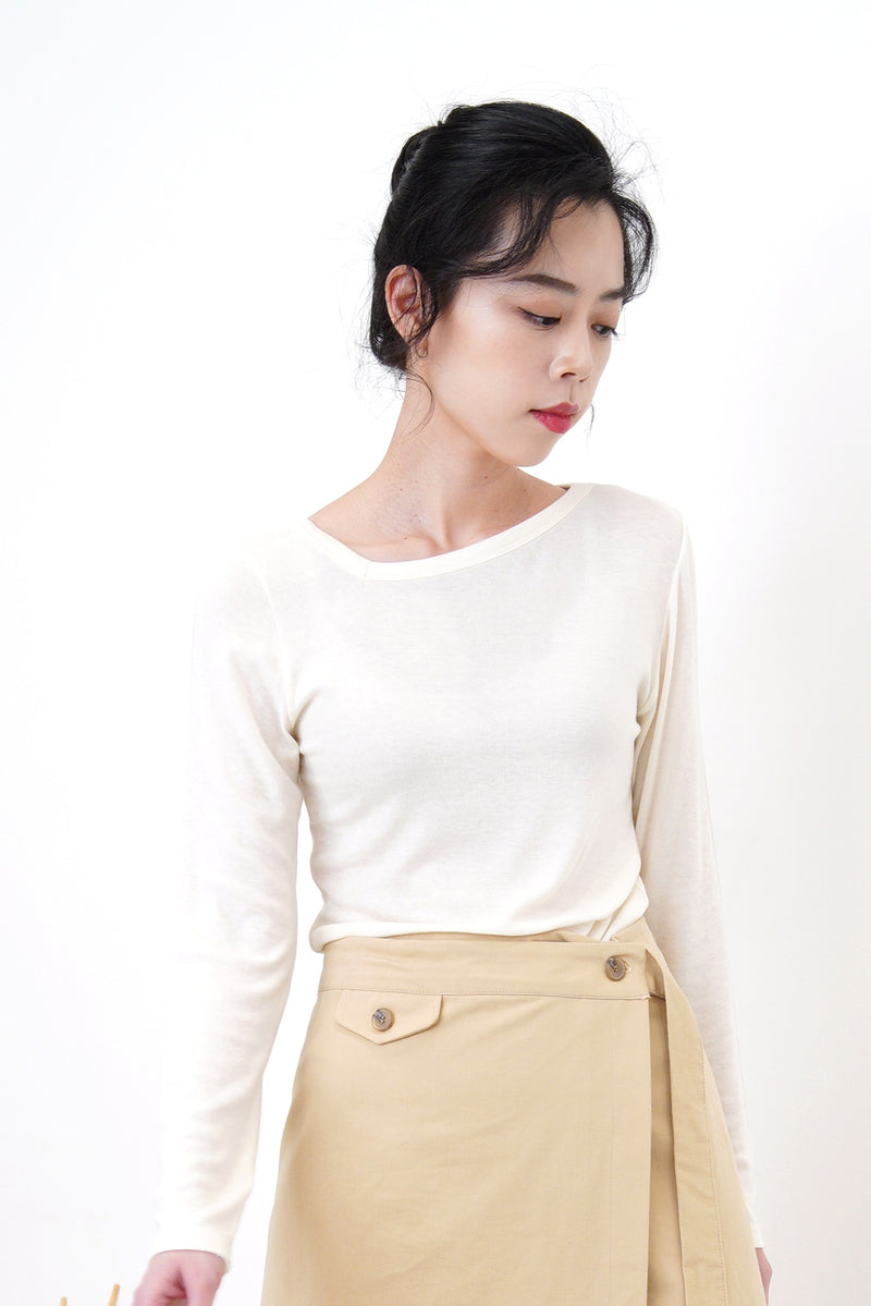 White cotton top in asymmetric collar