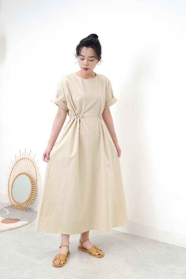 Beige dress in detail elastic waist