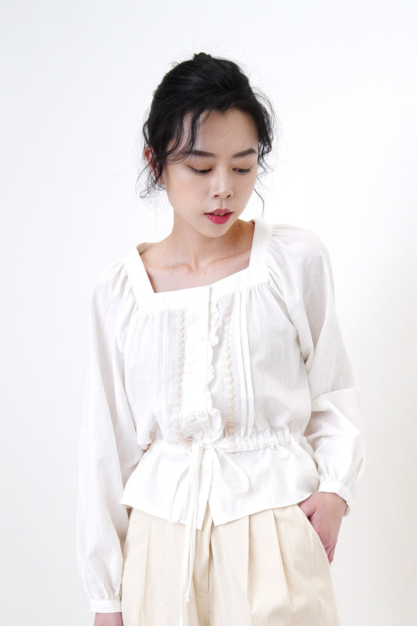 White tie waist blouse in square collar