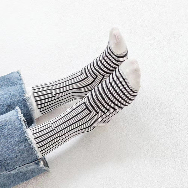Line crossing socks