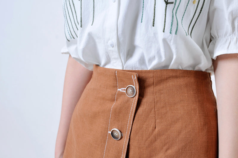 Brown outlined skirt
