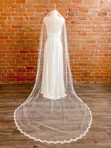 "Single Layer Ivory 110"" Veil w/ Lace Appliqué- Briony"