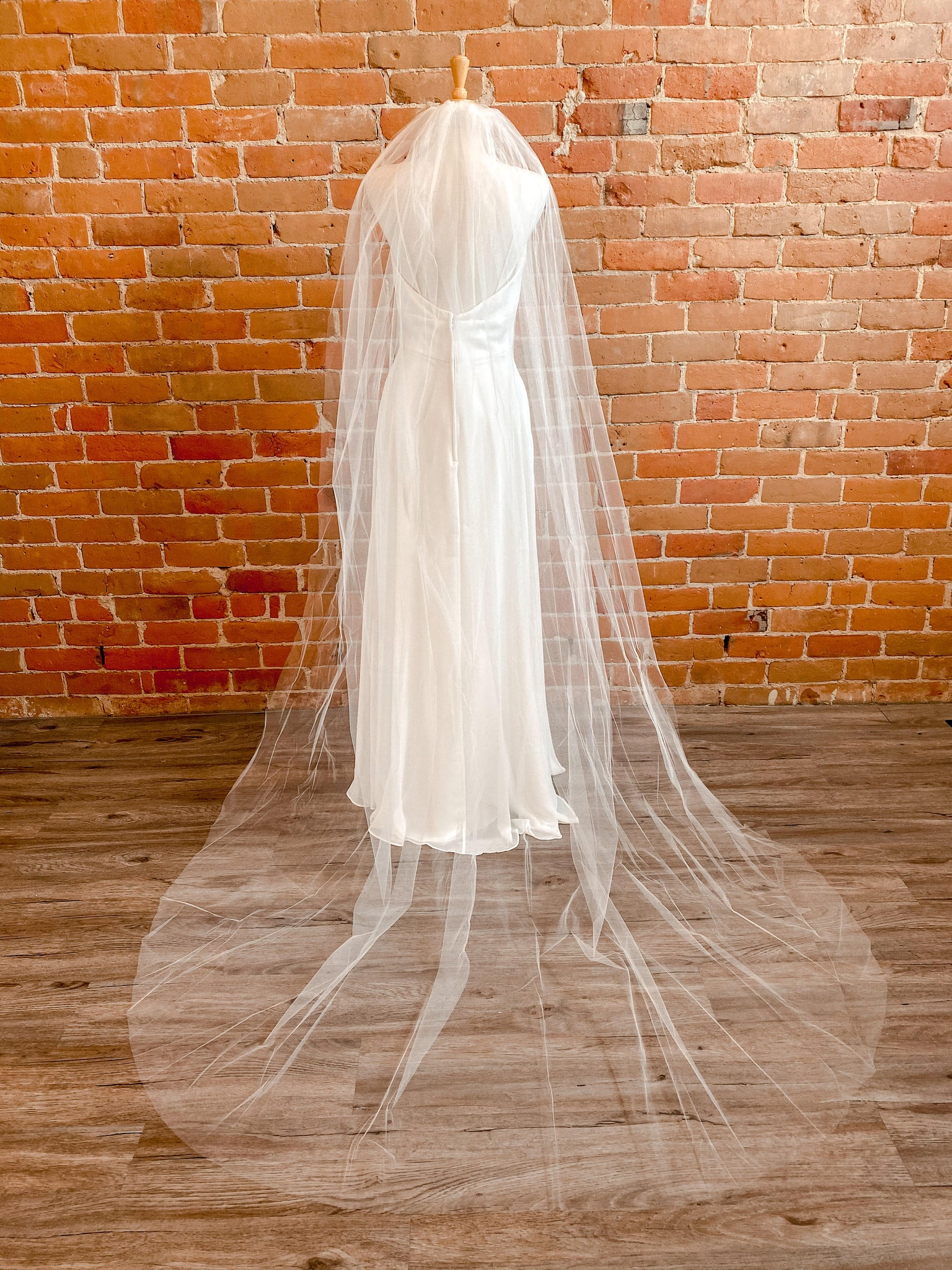 "Rough Edge Ivory 108"" Veil- Holly"