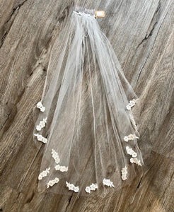 "Ivory 27"" Veil w/ Lace Appliqué - Betty"