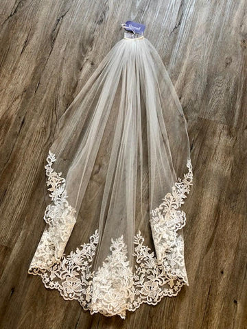 Single Layer Ivory Veil w/ Lace and Crystal Appliqué - VL3044F