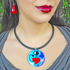 Model wearing ABSTRACT K modern murano glass heart necklace inspired by artist Joan MIRO, handmade in Italy