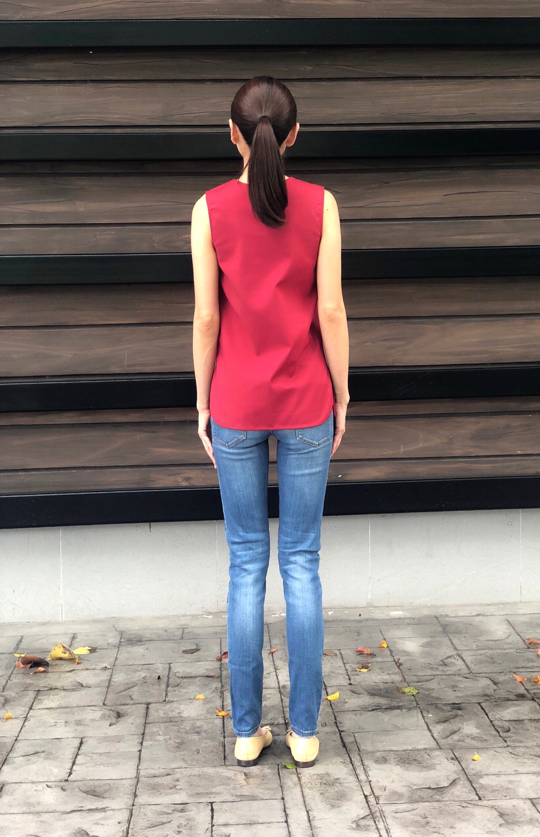 Katrien Sleeveless Top in Red