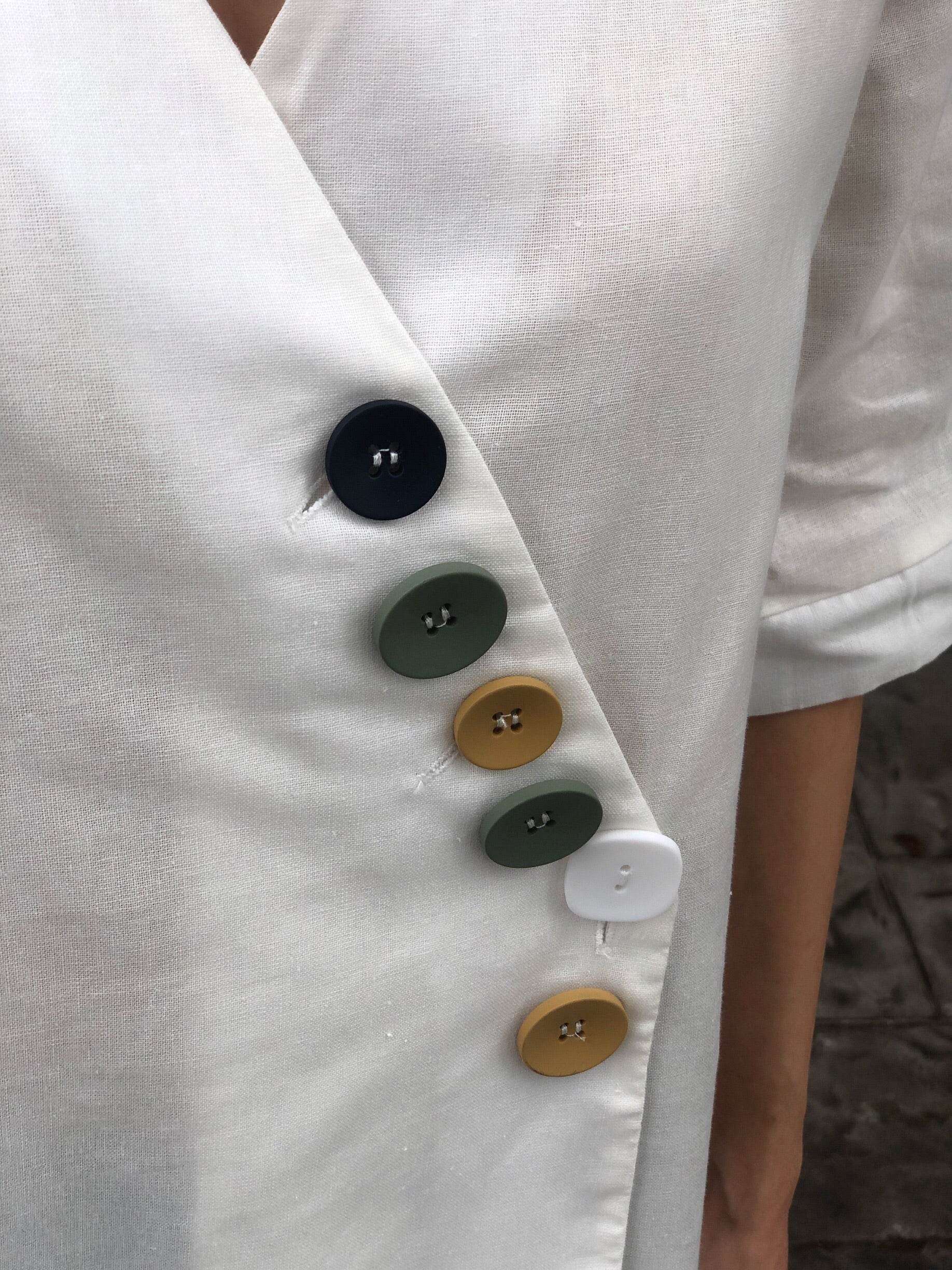 Jung 5 Button Top in White