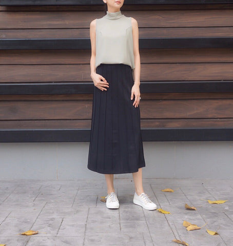 Fedora Mid Pleated Skirt in Black