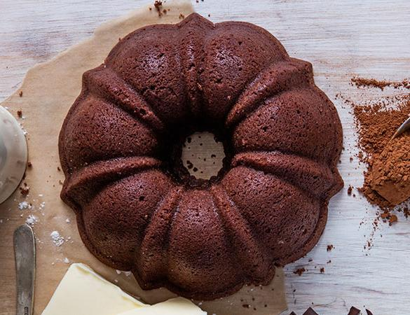 Gingerbread pound cake in the shape of a bundt finished off with a kiss of rum sauce. Serves 12. Packaged in our signature yellow and white striped gift box with a blue bow.