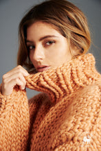 Load image into Gallery viewer, Her Turtleneck - Merino