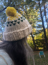 Load image into Gallery viewer, DIY Kit - Edelweiss Pom Pom Hat with 3 colors - Merino No. 5