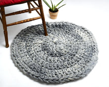 "Load image into Gallery viewer, ASPEN  Crochet Round Rug 32"" (81 cm) - Merino"