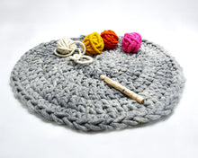 "Load image into Gallery viewer, DIY Kit - Crochet Aspen Rug 32"" (81 cm) - Big Loop"