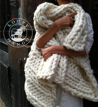 Load image into Gallery viewer, DIY Kit - Nantucket Throw 28'' x 40'' (70 cm x 100 cm) - Big Loop